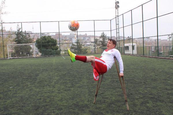 7 Yaşında Sağ Bacağını Kaybetti, Futbolla Zirveye Ulaştı