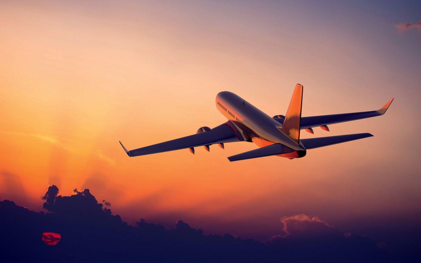 İstanbul'da Uçağa Yıldırım İsabet Etti