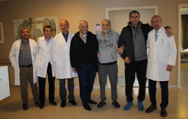 3 Gürcü Hastaya İzmir'de Karaciğer Nakli
