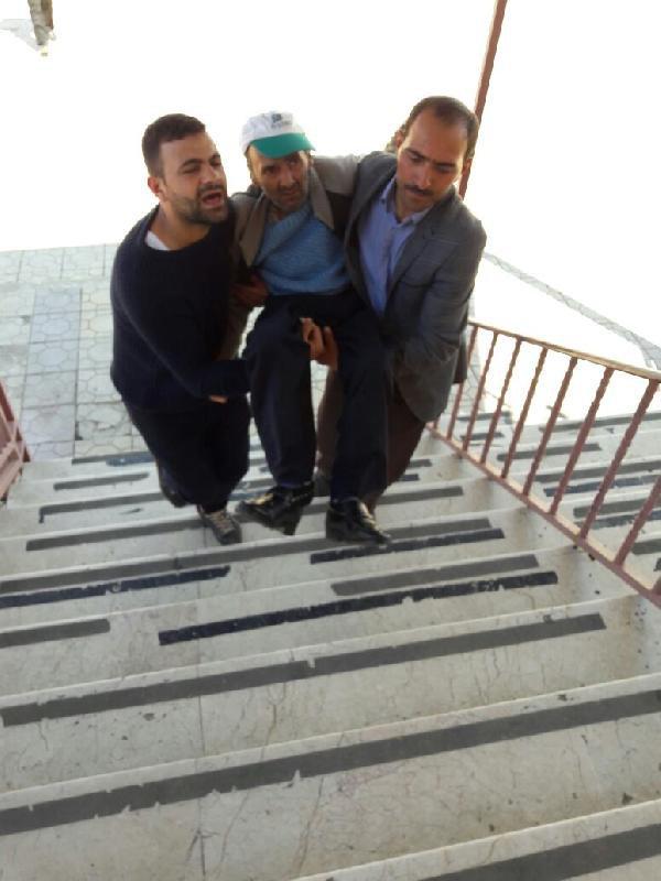 Engelli Seçmenler Kucakta Taşınarak Oyunu Kullandı