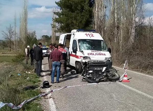 Seçmen Taşıyan Ambulans İle Motosiklet Çarpıştı: 1 Ölü, 1 Yaralı