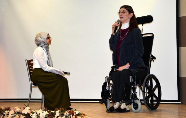 Dünyanın En Uzun Kızı, Üniversitelilerle Buluştu