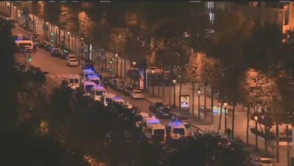 Paris Champs-Elysees'de Polise Silahlı Saldırı