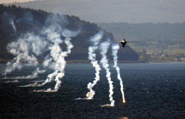Solotürk'ten Çanakkale'de 23 Nisan Gösterisi