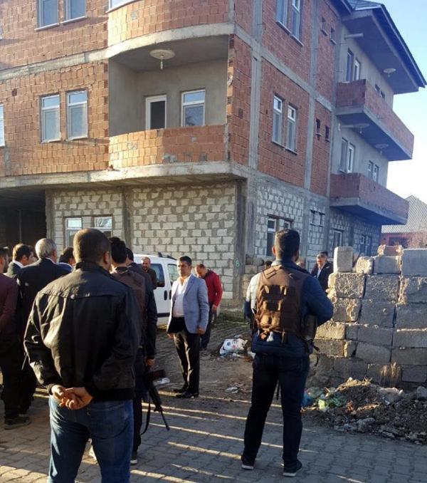Bitlis'te Şehit Olan Astsubay Emrah Çelebi'nin Ağrı'daki Ailesi Yasta
