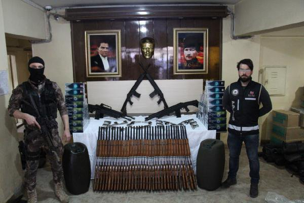 Şemdinli'de 388 Av Tüfeği Ele Geçirildi