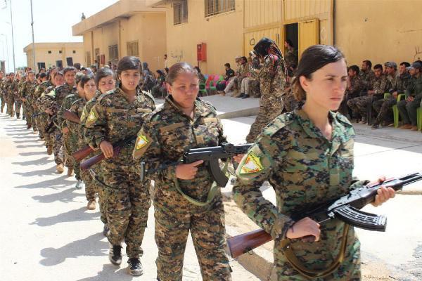 İşte Dostumuz: ABD'li Askerler YPG'lilerin Yemin Törenine Katıldı