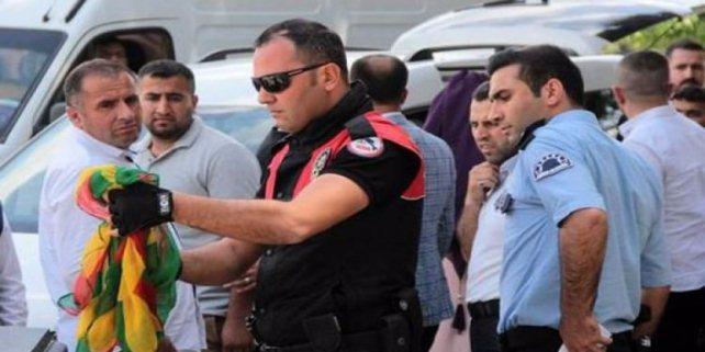 Polis, konvoyu durdurup gözaltına aldı!