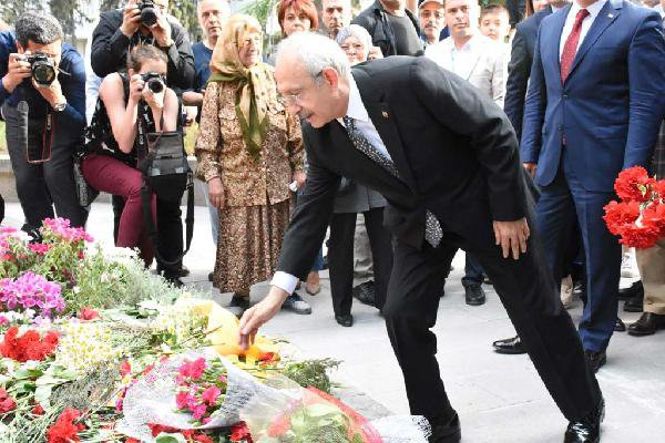 Kılıçdaroğlu, Zübeyde Hanım'ın Mezarını Ziyaret Etti