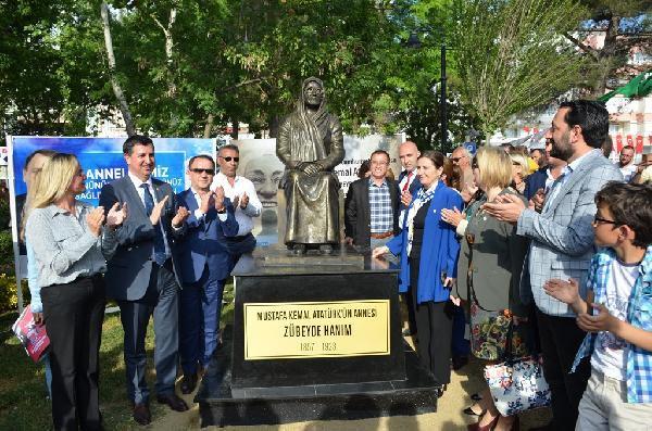 Anneler Günü'nde 'Zübeyde Hanım' Heykeli Açıldı