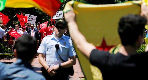 Türkiye'nin Washington Büyükelçiliği Konutu Önünde Arbede