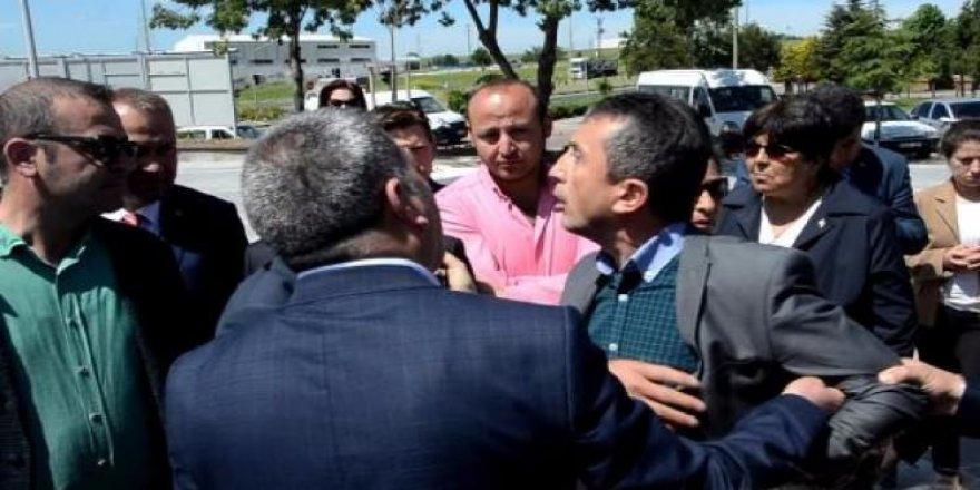 AKP ile CHP arasında çelenk kavgası!