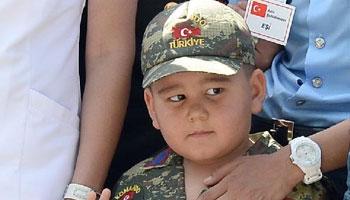 Şehit Taşan'ı Oğlu Asker, Eşi Polis Kıyafetiyle Uğurladı