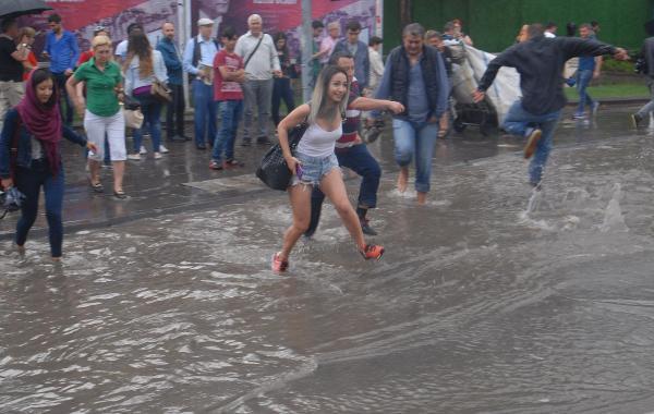 Meteroloji İzmir'lileri Uyardı Sağnak Yağış