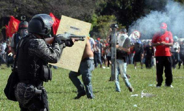 Göstericilere ateş eden polise soruşturma açıldı