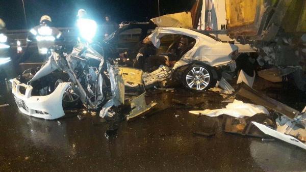 Yol Kenarında Duran Kamyona Çarpan Otomobildeki 3 Kişi Öldü, 1 Kişi Yaralandı