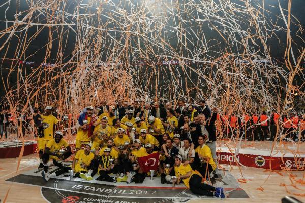 """Aziz Yıldırım: """"Euroleague Kupası Türk Spor Tarihinde Kulüpler Bazında Elde Edilen En Büyük Başarıdır"""""""