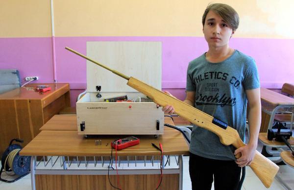 Liseli Genç 'Elektromanyetik Silah' Tasarladı
