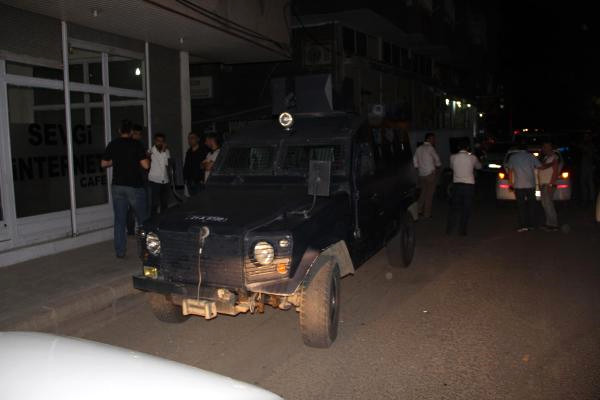 Diyarbakır'da Sokağa El Yapımı Patlayıcı Atıldı