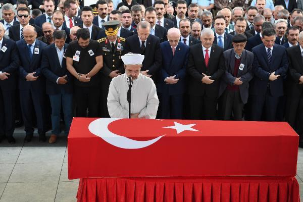 Cumhurbaşkanı Erdoğan Şehit Tümgeneral Aydoğan Aydın'ın Cenaze Namazına Katıldı