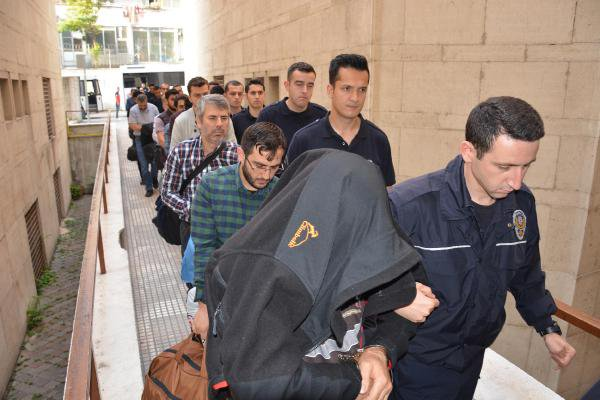Bursa'da Fetö Şüphelisi 18'i Eski Polis 21 Kişi Adliyede