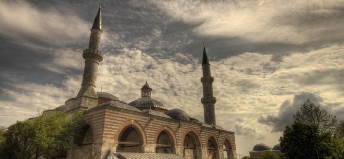 Eski Camii De 656 Yıllık Kılıçlı Hutbe Geleneği
