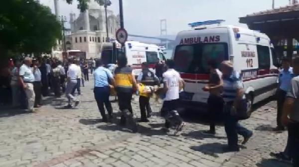Beşiktaş'ın Tekneli Kutlamasında Kaza; 2 Yaralı (1)