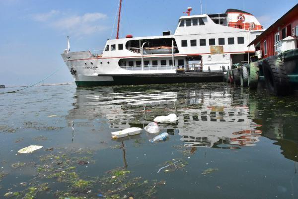 İzmir Kordondaki Denizin Kirliliği Vatandaşı Çileden Çıkardı