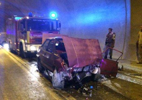 Artvin'de İki Otomobil Tünelde Çarpıştı: 2 Ölü, 1 Yaralı