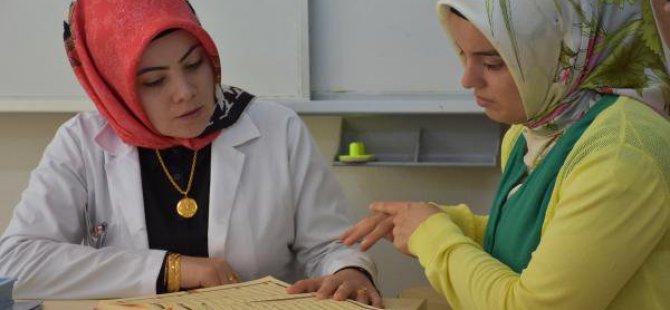 Engelli Öğrencisine Kuran Öğretmek İçin İşaret Dili Öğrendi