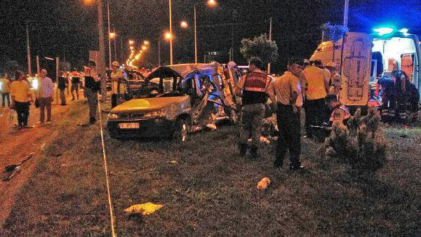 Samsun'da Midibüs İle Çarpışan Kamyonetteki 5 Kişi Öldü