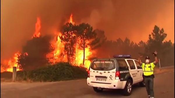 Portekiz'deki Yangında Köyler Tahliye Edildi, Çok Sayıda Ölü Var