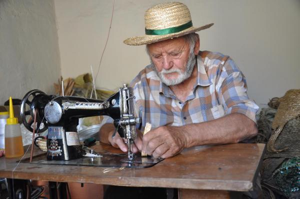 83 Yaşında Hem Öğretiyor Hem Üretiyor