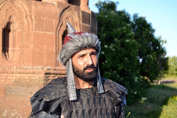 Bayır Bucak'lı Türkmen Sanatçı Dombra'ya Ahlat'ta Klip Çekiyor
