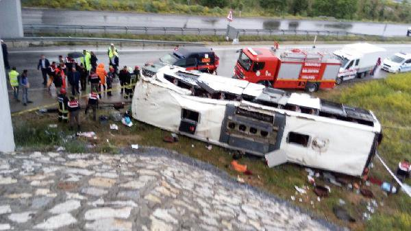 Yolcu Otobüsü Köprülü Kavşaktan Alt Yola Düşü: 48 Yaralı