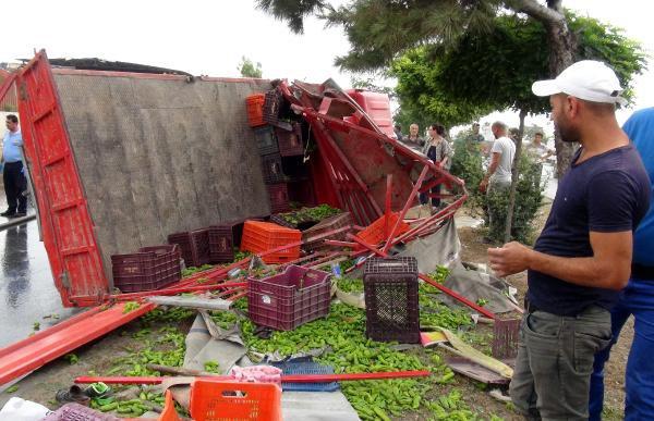 İşçi Taşıyan Kamyonet TIR'a Çarptı: 3 Ölü, 5 Yaralı