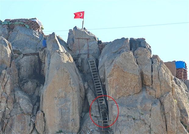Mehmetçiğin Oramar Üs Bölgesi'nde zorlu nöbeti...