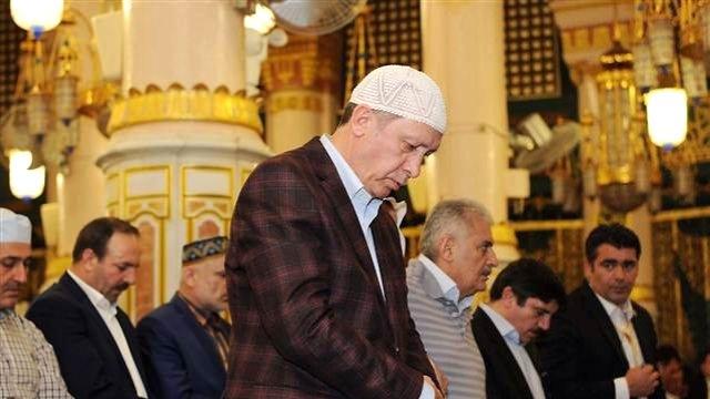 Cumhurbaşkanı Erdoğan Camide Rahatsızlandı, Sedye İle Taşındı!