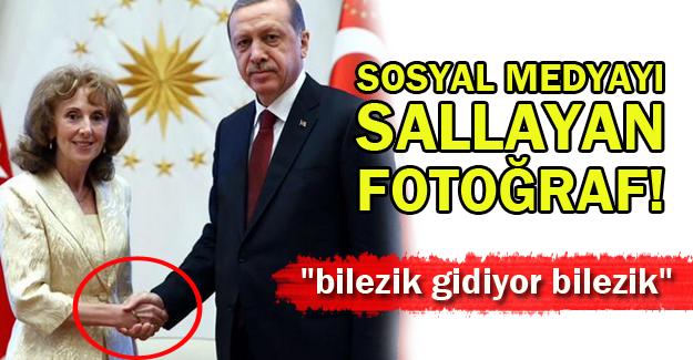 """Erdoğan'ın """"Bilezikli"""" Fotoğrafı Sosyal Medyayı Salladı!"""