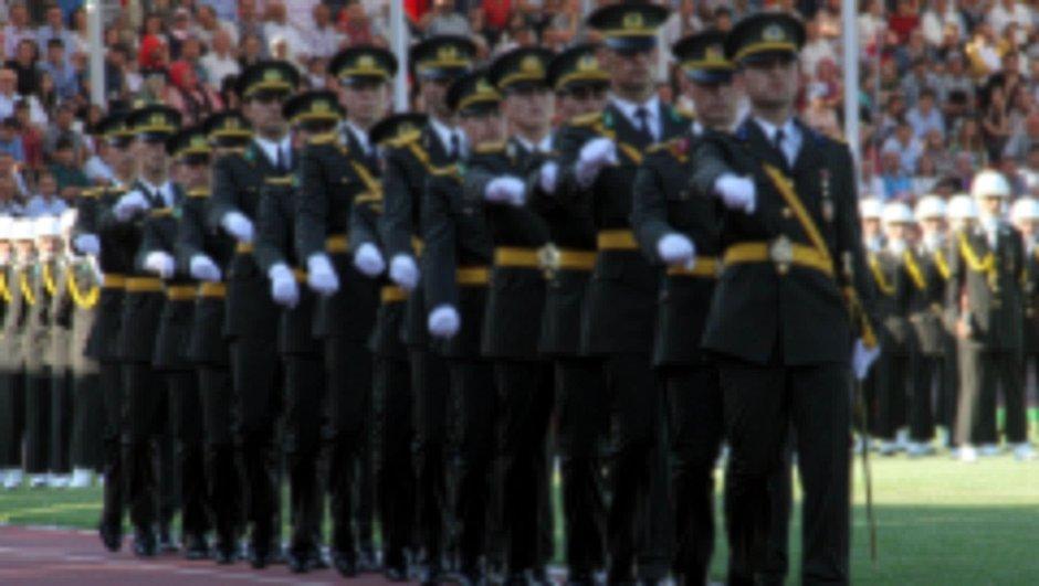 TSK'da binlerce askere FETÖ incelemesi