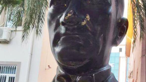 Antalya'da Atatürk Büstüne Taşlı Saldırıya Tutuklama