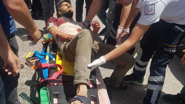 PKK'lı teröristler konvoya saldırdı, 2 kişi öldü, 2'si ağır 3 kişi yaralandı.