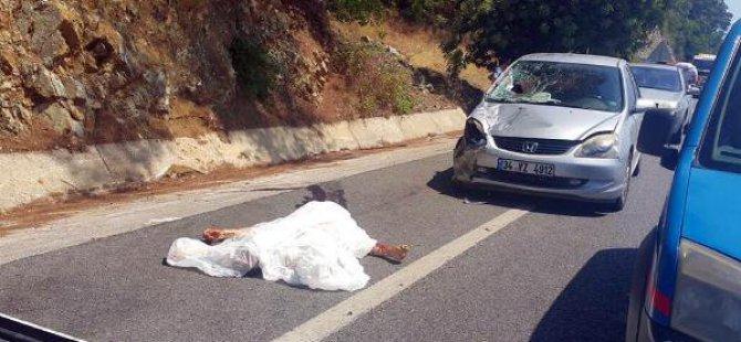 Emniyet Şeridinde Otomobilin Çarpmasıyla Öldü