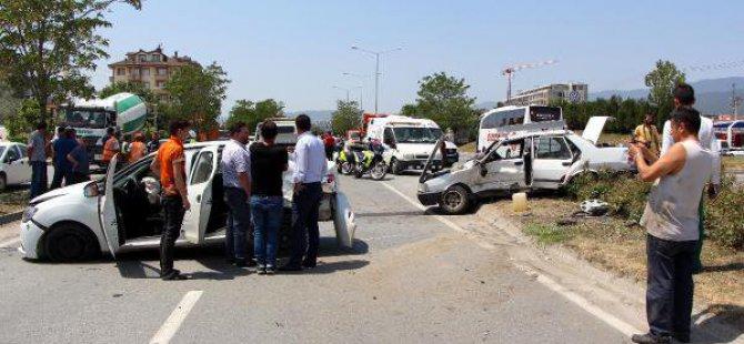 İki Otomobilin Çarpıştığı Kazada Bagajdaki Tüp Korkuttu