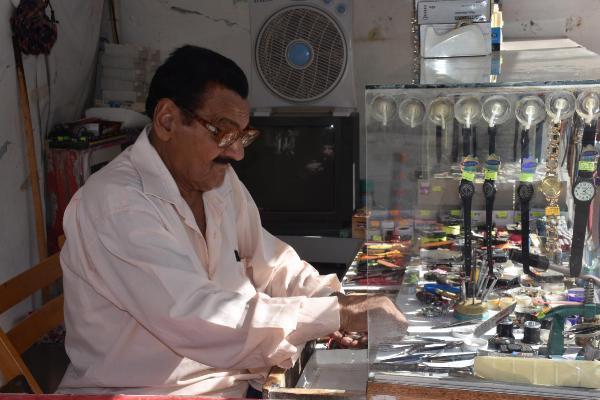 77 Yaşındaki Usta 70 Yıldır Saat Tamir Ediyor