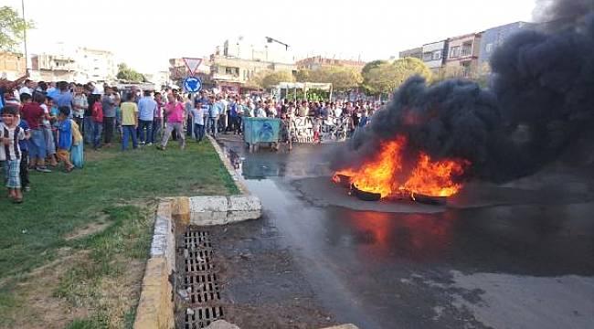 Şanlıurfa'da, Yol Kapatıp Protesto Ettiler