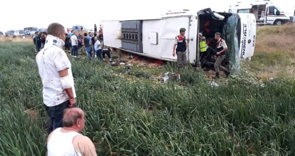 Yolcu Otobüsü devrildi: 6 Ölü, 35 Yaralı