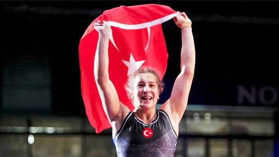 Yasemin Adar dünya şampiyonu...