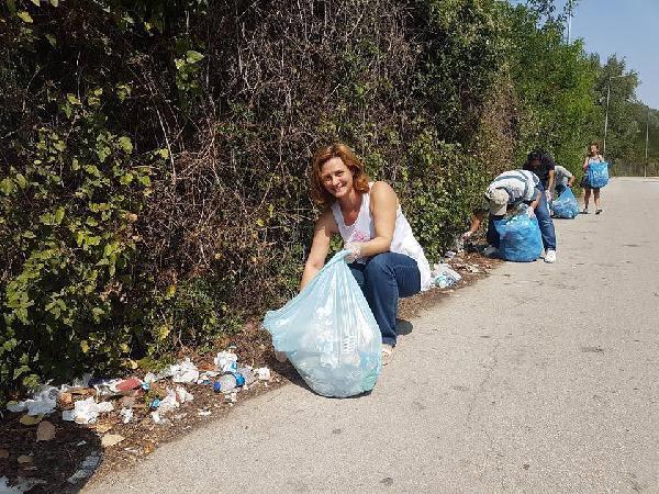 Sınırdaki Çöpleri Türk- Yunan Çevreciler Topladı