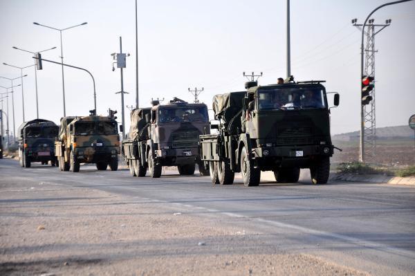 Reyhanlı'da Sınıra Askeri Araç Sevkiyatı Devam Ediyor